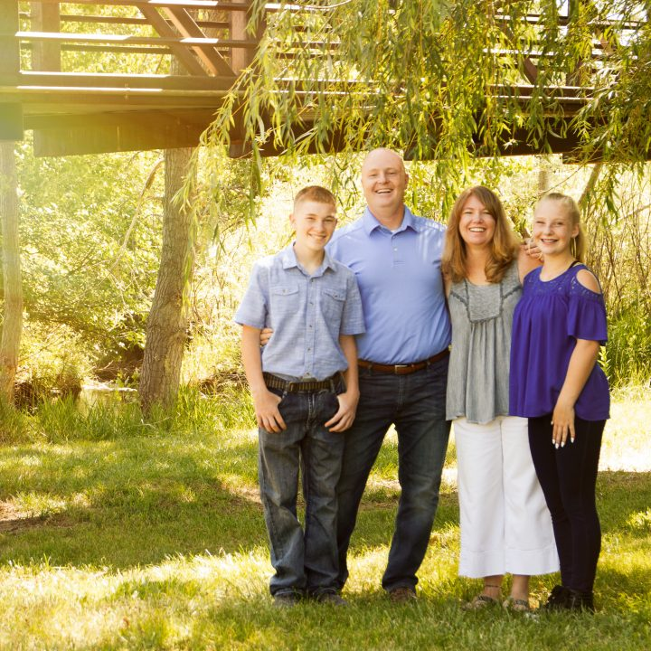 8 Quick Steps to Perfectly Choosing Clothes for Family Pictures